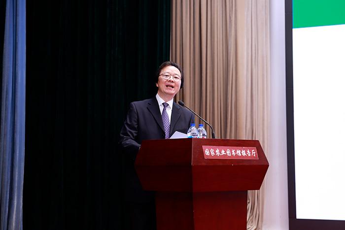 农业农村部党组成员、中国农业科学院院长唐华俊做主旨报告.jpg