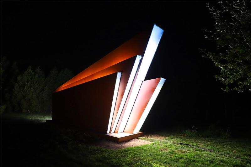 华灯璀璨•庆祝建党100周年光影雕塑展在天钢公司举行